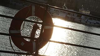 港に設置されている浮き輪
