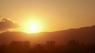 山並みと夕陽