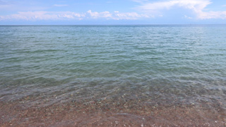 キルギス/イシク・クル湖